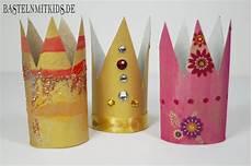 eine krone oder einen hut schnell mit kindern basteln