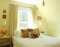 what color curtains with light yellow walls choosing