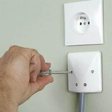 cable pour four encastrable prise pour four encastrable goulotte protection cable