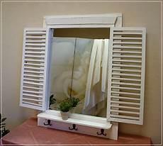 wandspiegel mit ablage landhaus landhaus spiegel mit fensterladen und haken wandspiegel