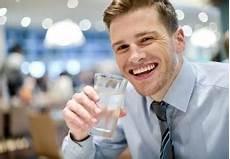 was kostet leitungswasser leitungswasser im restaurant 187 gibt s das kostenlos