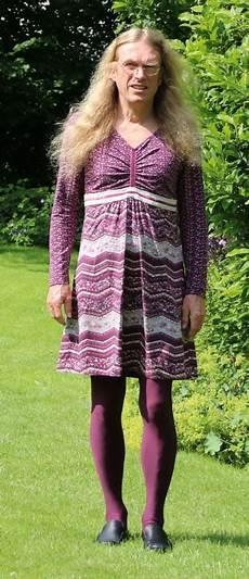 In Dresses Mann Im Kleid In Skirt And Dresses