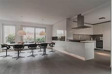moderne wohnzimmer mit offener k 252 che haus design ideen