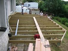 fabrication d une terrasse en bois terrasse bois en kit 224 monter soi m 234 me id 233 e terrasse