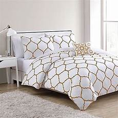 White And Gold Duvet Cover by 25 Best Ideas About Comforters On White Bed
