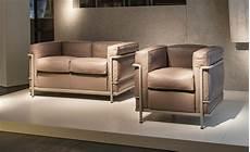 canapé lc2 le corbusier le corbusier lc2 two seat sofa hivemodern