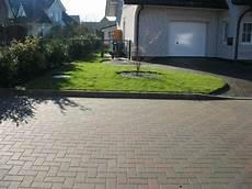 einfahrt gestalten ideen wandgestaltung wohnzimmer vorgarten und einfahrt