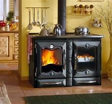 cucina a legna con forno cucina a legna con nordica extraflame forno 11 6 kw ghisa