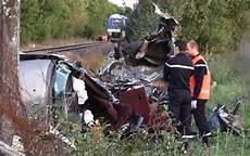 de de voiture mortel deux s 232 vres collision mortelle entre un et