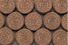 crema con due tuorli due cialde con una crema della vaniglia immagine stock immagine di premuto dolci 1448393