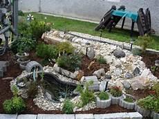 Kleiner Wasserlauf Im Garten Haus Design Ideen