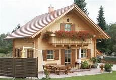 Das Traditionelle Blockhaus In 2019 Haus Landhausstil