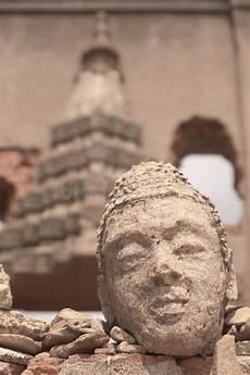 altes gesicht bewahren daemmung historischer historische architektur phimai thailand stockfoto