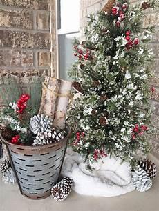 Weihnachtlich Dekorieren Aussen - rustic decorations for an outdoor fireplace or patio