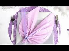 pliage de serviette en forme d ailes d ange