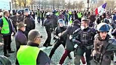 Gilets Jaunes Acte 1 Tensions Et Heurts 224 Maillot