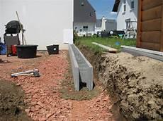gartenmauer ohne fundament eine st 252 tzmauer aus beton schalungssteinen zum
