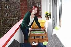 Wäsche Trocknen Balkon - platzwunder der balkontisch der auch w 228 sche kann