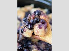 blueberry bread pudding with custard sauce_image