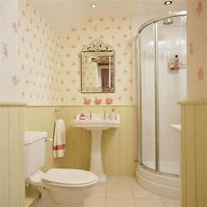 Tapeten Für Bad - bad ohne fliesen wandpaneele tapeten blumen rosa