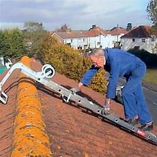 Extending Roof Ladder C W Hook Wheels Choice Of 2 Sizes