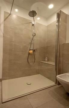 reduziertes design im bad walk in dusche ebenerdige