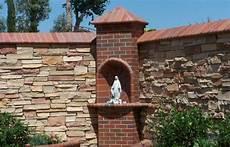 steinmauer als sichtschutz im garten steinmauer als blickfang und sichtschutz im garten 40 ideen