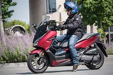 scooter 125 le plus fiable essai honda forza 125 2019 encore plus haut de gamme