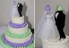 11 wedding cake fails so bad they re good offbeat