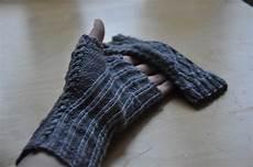handschuhe stricken ohne finger kuriose handschuhe ohne finger knit it black self made