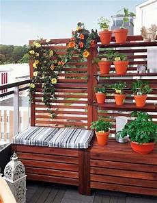 Balkon Sichtschutz Ideen - balkon gestaltung sichtschutz sitzbank einem pflanzen