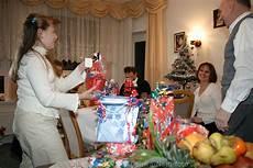 Weihnachten In Familie Foto Heiligabend Geschenke