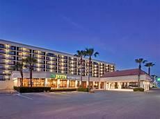 hotel in galveston tx the holiday inn resort