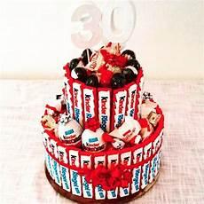 torte aus kinderriegeln die 25 besten ideen zu kinderriegel torte auf