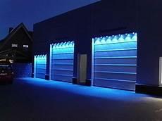 Torbeleuchtung Blau Eines Autohauses Garage Garagentore
