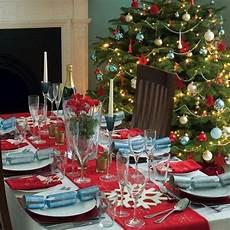 weihnachtstisch festlich dekorieren tablescape ideas for your guests