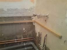 pose de baignoire comment poser une baignoire en acrylique le du plombier