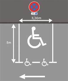 dimension place de stationnement normes de marquage au sol places de parking stationnement