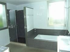 bäder moderne fliesen moderne badezimmer mit dusche und badewanne munhomeideas
