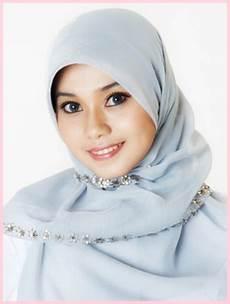 Berbagai Model Jilbab Nurtitikdanicha