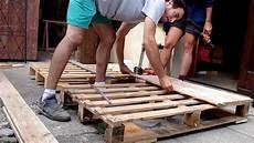 faire un lit en bois fabrication d une t 234 te de lit en bois de palette