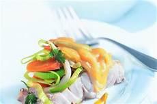 saumon aux poireaux et au vin blanc au four vapeur