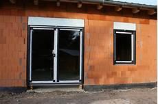 Einbau Der Fenster Mit Rollladen Efh Leipzig Bauinfob 252 Ro