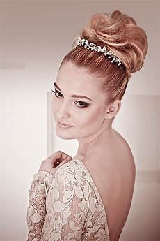 Bridal Bun Hairstyles the 30 best wedding bun hairstyles everafterguide