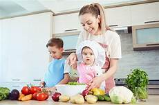 alimentazione bambini 1 anno cosa dovrebbe mangiare un bambino di un anno fondazione