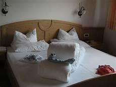 Bett Zur Machen - quot dekoration beim betten machen quot hotel avelina avelengo