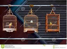 gabbie di legno per uccelli gabbie per uccelli di legno antiche fotografia stock