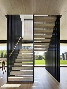 escalier bois design design d int 233 rieur styl 233 avec le tableau triptyque
