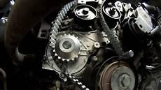 comment remplacer une courroie de distribution moteur 1 6