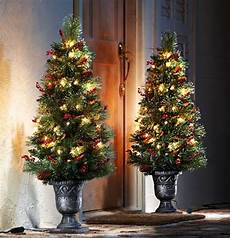 Lit Outdoor Decorations by 20 Inspiring Outdoor Lights And Door Decorations For Winter